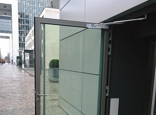 Amortisseur-limiteur d'ouverture en porte vitrée