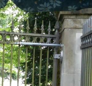 Friedhof Tor Türschliesser Detail
