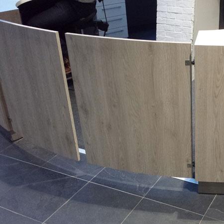 Pendeltürbänder an Foyer-Zugang