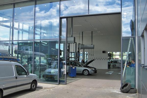 Torantrieb Autohaus