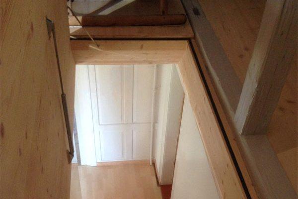 Gasfedern erleichtern den Zugang zum Dachboden