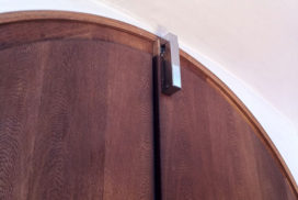 Türdämpfer an Kirchentür